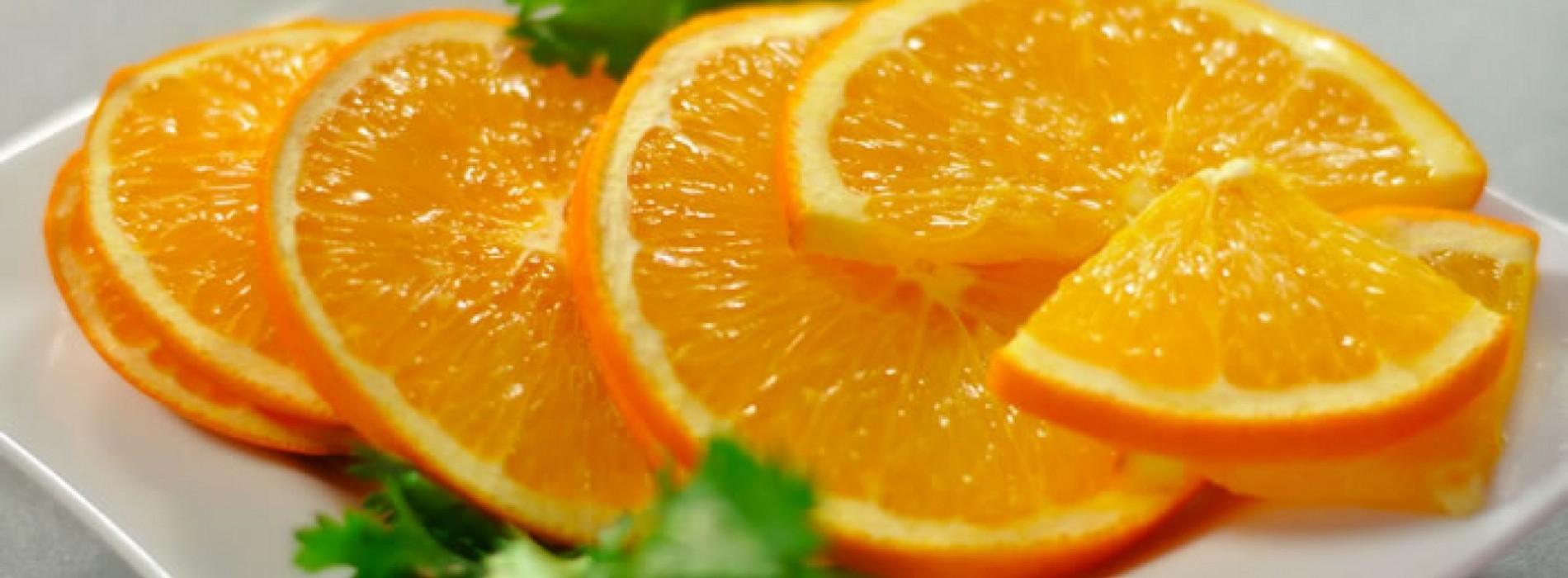Sinaasappelsalade met olijven en peterselie