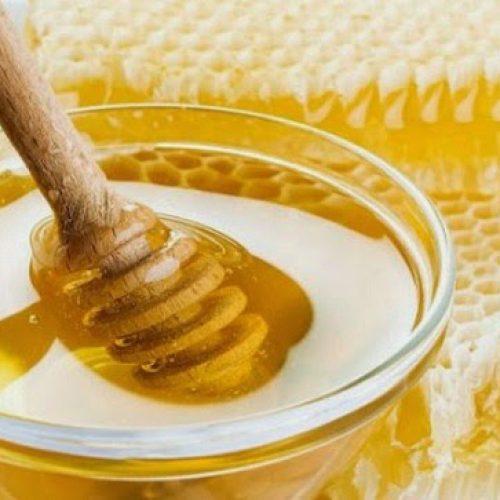 8 manieren om vast te stellen of honing echt is of nep