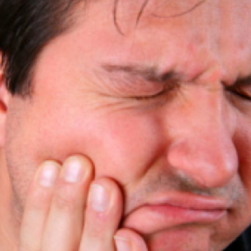 Mijn tandarts stond versteld toen ik zei hoe ik op DEZE manier mijn kiespijn verzacht!