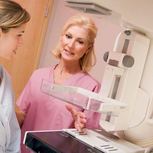 Chirurgen geven toe dat mammografie verouderd is en schadelijk voor vrouwen