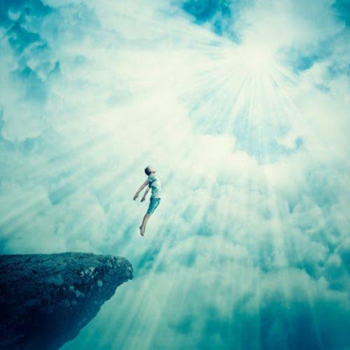 Wetenschappers 'bewijzen' dat de ziel niet sterft: Het keert terug naar het universum