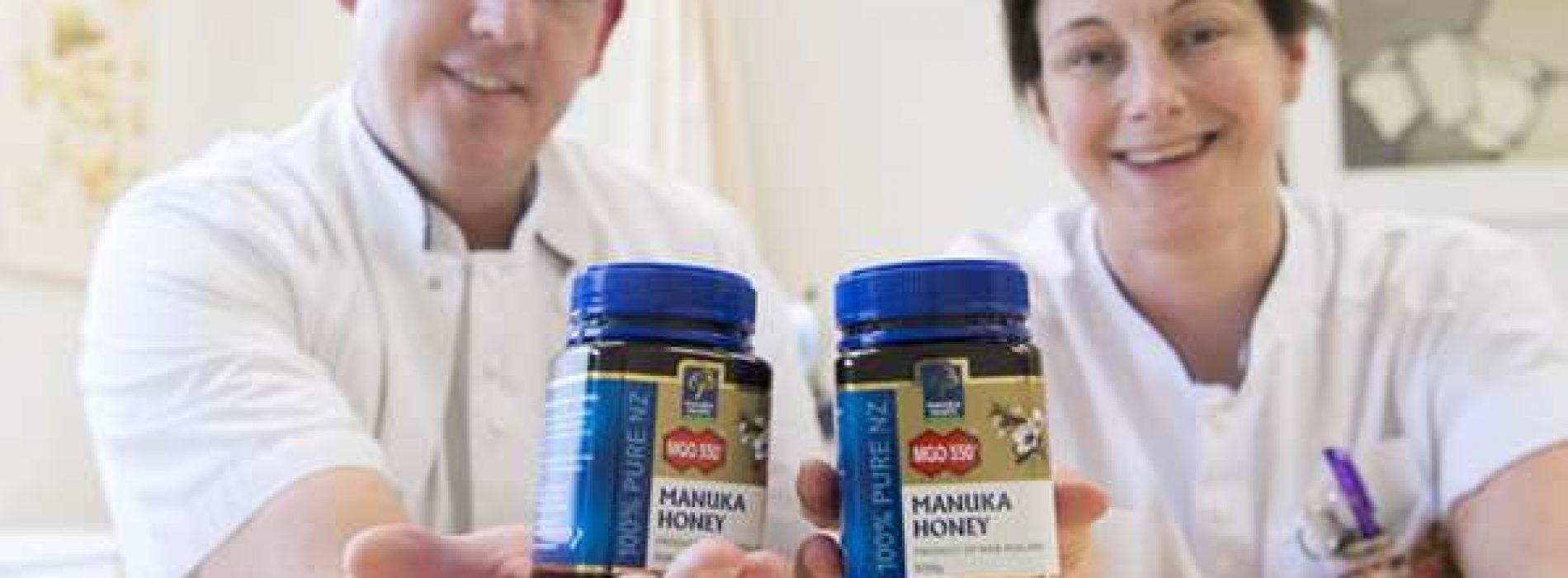 Wereldprimeur: Ziekenhuis in Tilburg bestrijdt onbehandelbare darminfectie met honing