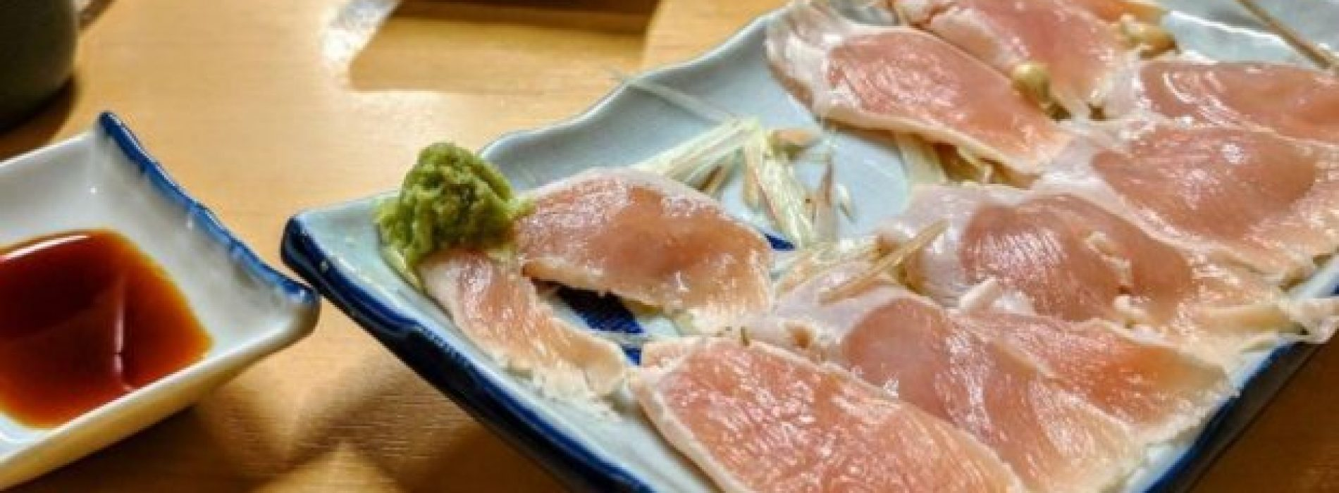 Sushi van rauwe kip: hoe gevaarlijk is dat?