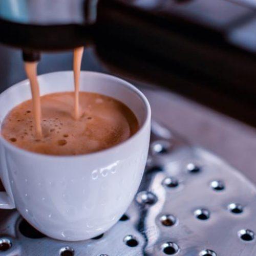 Het is officieel: koffiedrinkers leven langer