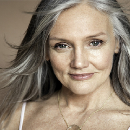70-jarige vrouw lijkt 30 – Recept voor een beter gezichtsvermogen, jeugdige huid en dikker haar