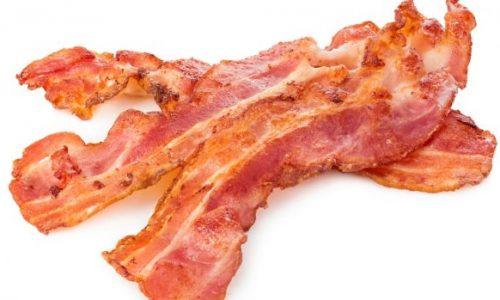 Stop met het toevoegen van kankerverwekkende chemicaliën aan ons spek, roepen experts tegen de vleesindustrie