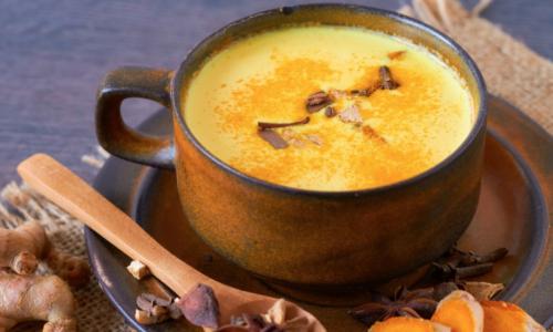 Neem een glas (gouden) melk: wat is kurkuma-melk en wat zijn de gezondheidsvoordelen ervan?