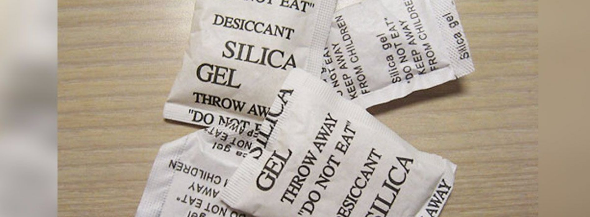 Stop met het weggooien van silica gelzakjes. Hier zijn 10 handige toepassingen