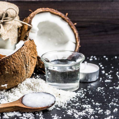 Onderzoek onthult dat kokosolie een beter insectenverdelger is vergeleken met DEET, een schadelijk chemisch ingrediënt