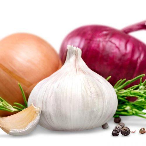 Knabbelen op uien en knoflook kan het risico op darmkanker verminderen, volgens studie
