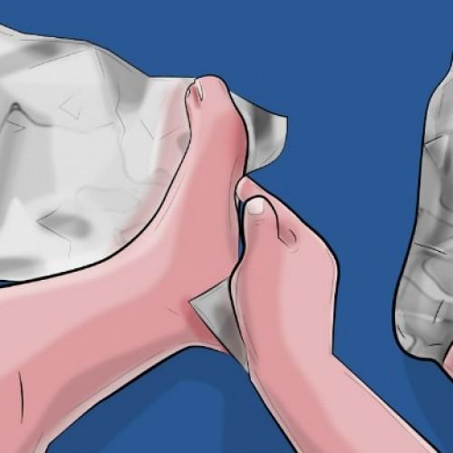 Wikkel je voeten in enkele lagen aluminiumfolie. 1 uur later? Onvoorstelbaar …