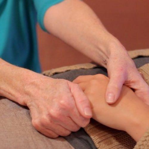 Elke vinger is gebonden aan twee organen: Deze Japanse methode zal de genezing helpen in een paar minuten