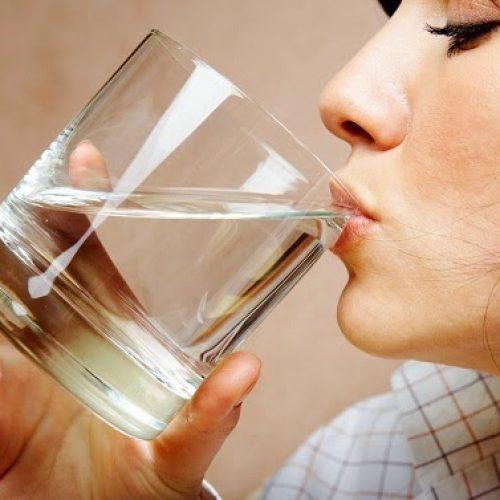 Weet je wel, dat je water op de verkeerde manier drinkt?
