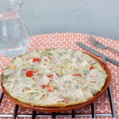 Luchtige omelet met kipfilet recept