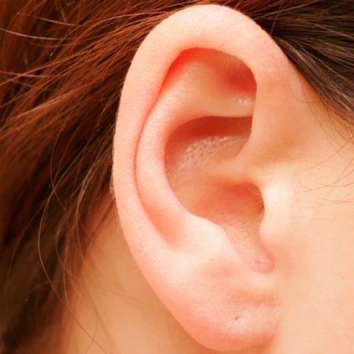 Zo maak je je oren schoon zonder wattenstaafjes!