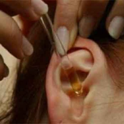 2 Druppels van deze in uw oren en 97% van uw gehoor herstelt! Zelfs Oudere Mensen Van 80 tot 90 Zijn Verbaast door deze eenvoudige en natuurlijke remedie