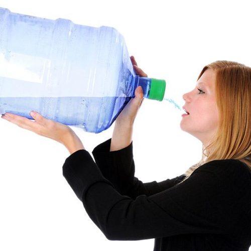 5 manieren waarop het alleen drinken van water je lichaam verandert