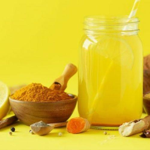 Hoe je limonade van kurkuma maakt om depressies en stress te verminderen