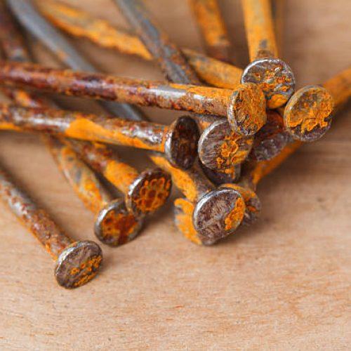 De mythe ontkrachten: roestige spijkers geven je geen tetanus