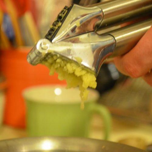 Hoe maak je een gember kompres in enkele minuten – De sterkste natuurlijke pijnstiller ter wereld!