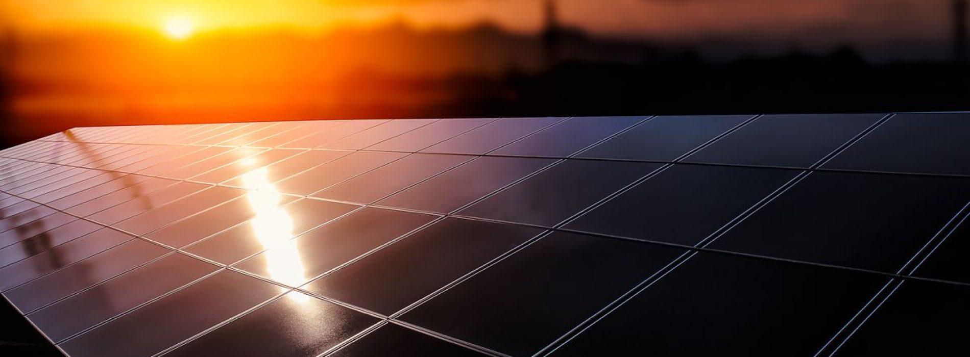 Elektriciteit op onwaarschijnlijke plaatsen: rotsoppervlakken over de hele planeet kunnen werken als natuurlijke zonnepanelen