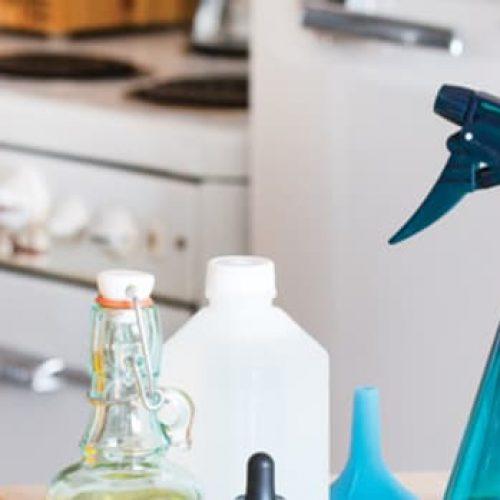 Verwijder kledingvlekken met deze 2 doe-het-zelfreinigers gemaakt met niet-giftige ingrediënten