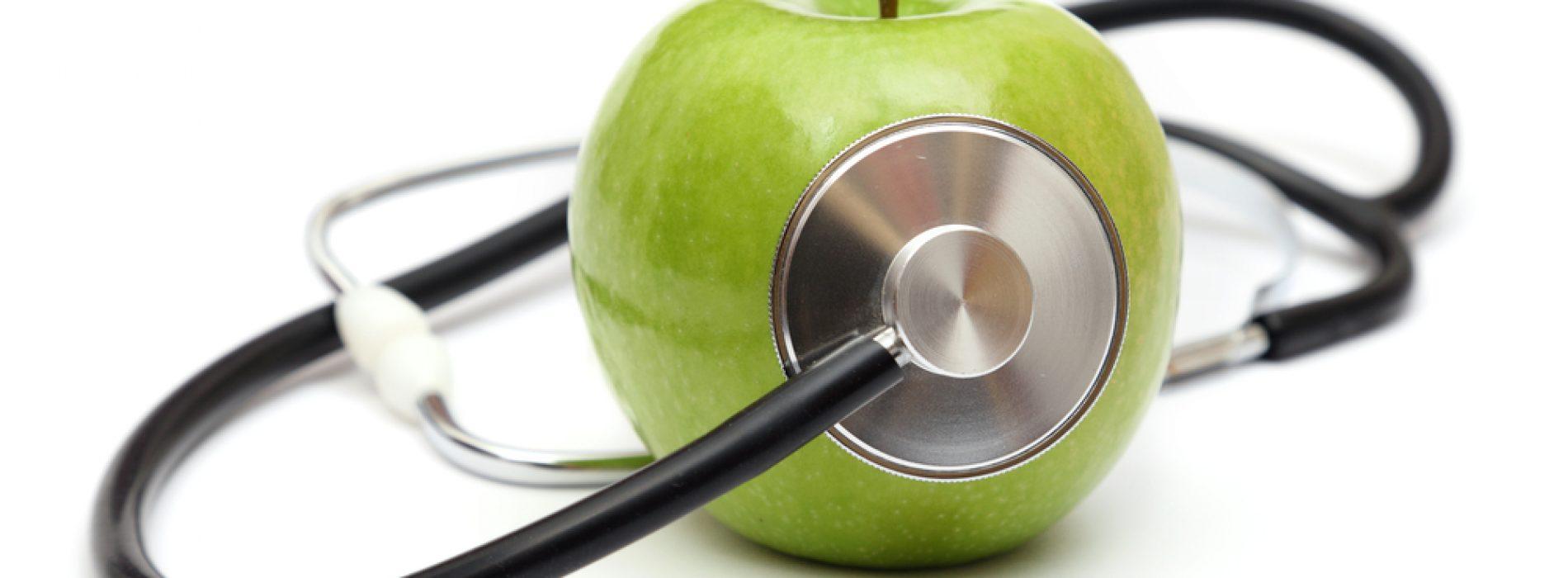 Het eten van appels en ander voedsel dat rijk is aan flavonoïden verlaagt het risico op kanker en hartaandoeningen, constateren onderzoekers